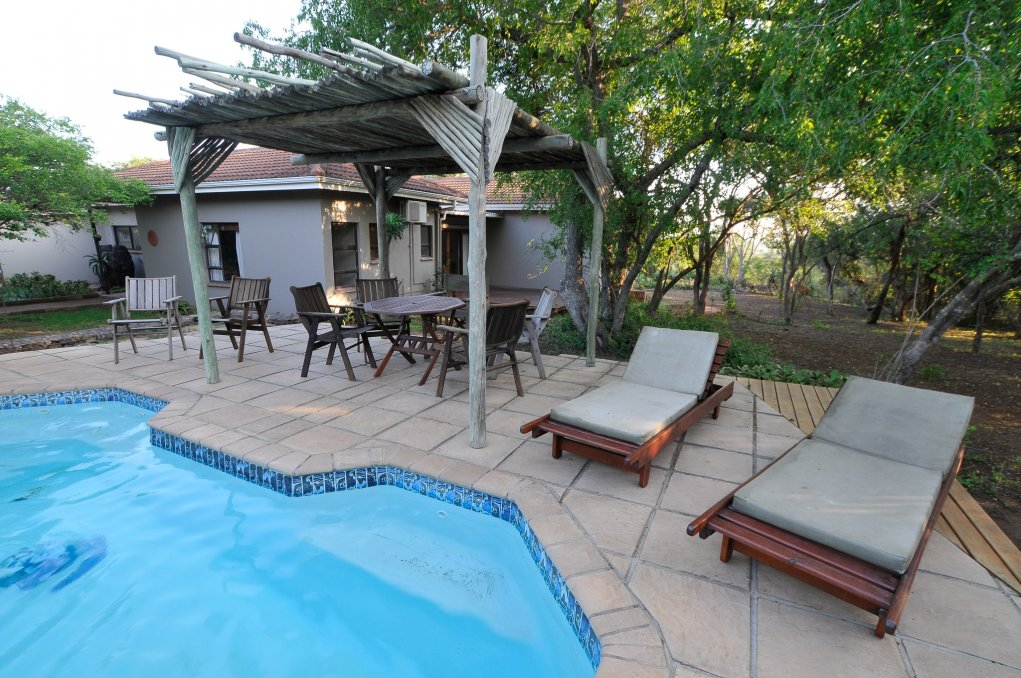 Swimming pool - Mkhulu's House @ Hluhluwe River Lodge